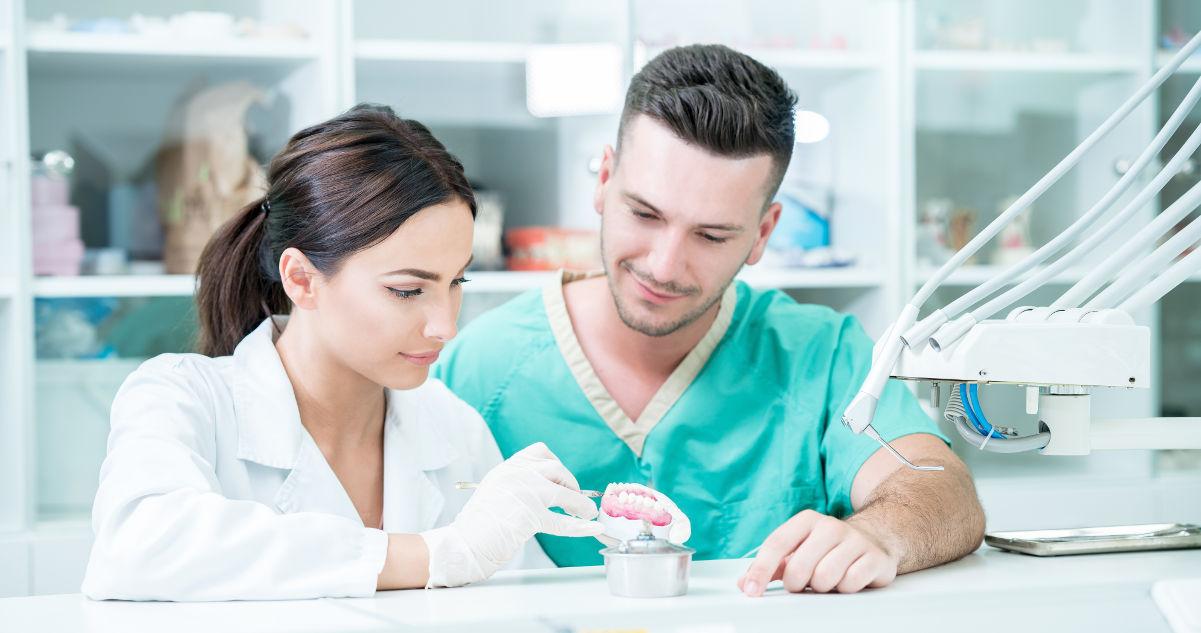 Mittelpunkt der Zahnarztpraxis am Flughafen München sind Sie und Ihre Zähne
